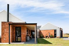 Located in the middle of a 75 acre open grass paddock, the Ramsar Fields House enjoys uninterrupted views in all directions. Recycled Brick, Shed Homes, Industrial House, Industrial Farmhouse, Architect House, Brickwork, Architecture Design, Farmhouse Architecture, Vernacular Architecture
