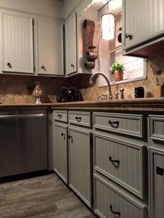 Diy faux granite countertops via indi design design for Kitchen cabinets lowes with papier peint papillons