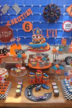 Bolo Hot Wheels, Hot Wheels Cake, Hot Wheels Party, Festa Monster Truck, Monster Truck Birthday, Hot Wheels Birthday, Race Car Birthday, 5th Birthday, Car Themed Parties