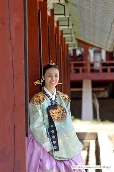 Korean Traditional, Traditional Dresses, Korean Princess, Dong Yi, Modern Hanbok, Korean Dress, Drama Korea, Best Actor, Actors & Actresses