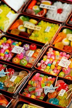 Japanese candy from Dagashiya (駄菓子屋) Japanese Snacks, Japanese Candy, Japanese Sweets, Japanese Food, Traditional Japanese, Sweet Party, Bar A Bonbon, Eat This, Thinking Day