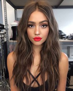 Love This Classic Makeup Look Perfect For Date Night Beauty Make-up, Hair Beauty, Classic Makeup Looks, Full Face Makeup, Makeup With Red Lipstick, Red Lipstick Outfit, Gorgeous Makeup, Brown Hair Colors, Hair Colour