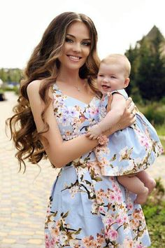 dress baby and mom ! kleid baby und mama habiller bébé et maman Mom And Baby Outfits, Family Outfits, Girl Outfits, Mommy And Me Dresses, Mom Daughter Matching Dresses, Mother And Daughter Dresses, Mother Daughter Fashion, Mom Dress, Girls Dresses