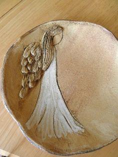 Andělský talíř / Zboží prodejce Inspirace-Renata | Fler.cz Clay Art Projects, Polymer Clay Projects, Clay Crafts, Pottery Plates, Ceramic Pottery, Clay Angel, Pottery Angels, Ceramic Angels, Pottery Designs