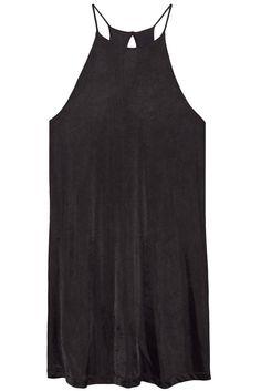 Vestido de seda de punto color negro con escote redondo, sin mangas, calce holgado, breteles finos y abertura en escote espalda. Pertenece a la nueva colección P/V 2016 de Deleon.