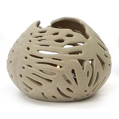 Portavelas cerámica beig pequeño en La Llimona home Shape And Form, Decorative Bowls, Creations, Arts And Crafts, Carving, Shapes, Sculpture, Lights, Pasta Piedra