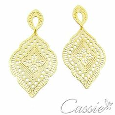 Brinco Ananda folheado a ouro com garantia.  Confira os outros modelos www.cassie.com.br  ╔═══════════════════╗ #Cassie #semijoias #acessórios #moda #fashion #estilo #inspiração #tendências #trends #brincos #Anel  #pulseirismo #folheado #dourado #anelcristal #colar #pulseiras #zirconia #berloques #charms # # #