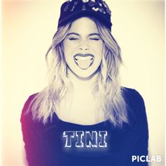 ❤️ Violetta And Leon, Blind Love, Photos, T Shirts For Women, Celebrities, Music, People, Queen, Disney