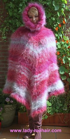 Very fuzzy, thick mohair poncho. Extrem langhaariger und dicker Poncho mit Riesenkapuze. 100% handknitted by lady-mohair. lenght: 95cm (side) 110cm front/back. The colors may vary depending on the settings of your screen. | eBay!