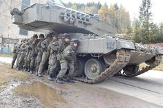 Austrian Bundesheer soldiers of the Jägerbattalion (light infantry) taking cover behind a Decepticon of the tank battalion, company, during an urban combat exercise. Military Armor, Military Guns, Army Vehicles, Armored Vehicles, Patton Tank, War Thunder, Tank Destroyer, Naval, Armored Fighting Vehicle