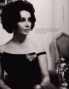 "Elizabeth Taylor receiving the ""David di Donatello"" award for the movie 'Suddendly Last Summer' in 1962 wearing a Bulgari brooch worn on a little black dress. Elizabeth Taylor Schmuck, Elizabeth Taylor Eyes, Old Hollywood Stars, Hollywood Glamour, Classic Hollywood, Vintage Hollywood, Divas, Harry Winston, Hollywood Actresses"