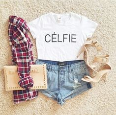 Célfie crop top with denim shorts and plaid flannel. Jeans, Denim Shorts, Stylish Outfits, Cute Outfits, Look Con Short, Teen Fashion, Womens Fashion, Fashion Clothes, Latest Fashion