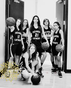 sports teams photo idea, fierce team photo, girls basketball team photo, team, sports, senior portraits, grass valley senior portrait photographer  www.lisawilliamsphoto.com