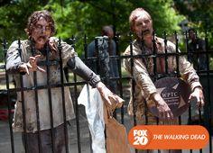 Em uma missão até uma universidade local, o grupo deve enfrentar vários obstáculos.  The Walking Dead - Terças, 22H30  #TWD4NaFOX Confira conteúdo exclusivo no www.foxplay.com