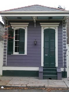 Great colors on this single shotgun house, French Quarter, New Orleans.