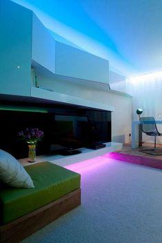 Diseño de Interiores & Arquitectura: Un Sistema de Iluminación que trae Diversión a tu Hogar Décris comment aimerais-tu la maison du futur Cove Lighting, Strip Lighting, Luxury Lighting, Lighting Ideas, Living Room Lighting, Bedroom Lighting, Design Studio, House Design, Blitz Design