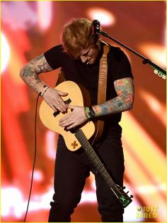 Ed Sheeran Billboard Awards 2015! (Video) I love when he does this!
