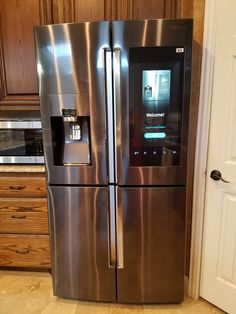 Last year, my husband and I bought a new refrigerator from Best Buy. Our old refrigerator had seen it's days and it was time for an upgrade. Luxury Kitchens, Home Kitchens, Big Refrigerator, Samsung Fridge, Refrigeration And Air Conditioning, Kitchen Storage Hacks, Smart Kitchen, Modern Kitchen Design, Home Decor Kitchen