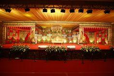 Karthik & Karthika - A traditional Kongu Wedding in Coimbatore Wedding Hall Decorations, Marriage Decoration, Engagement Decorations, Wedding Stage Design, Indian Wedding Hairstyles, Indian Wedding Planning, Wedding Mandap, Floral Backdrop, Indoor Wedding