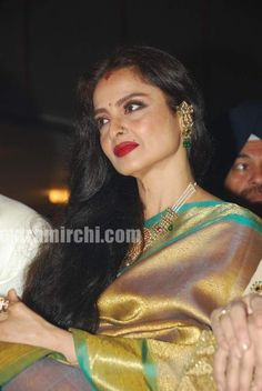 Bollywood-actress-Rekha-in-silk-saree-3.jpg