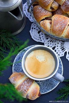 Love croissants and coffee . I Love Coffee, Coffee Break, My Coffee, Morning Coffee, Café Chocolate, Coffee Cafe, Mini Desserts, Chocolates, Food Photography
