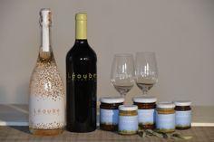 Boîte cadeau Passion spéciale St Valentin - Vin de Provence 1 bouteille de rosé pétillant Sparkling, 1 bouteille de vin rouge Collector, 2 verres de dégustation, 2 confitures biologiques et 3 spécialités provençales