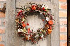Herbstdeco: Türkranz aus Laub und kleinen Zierkürbissen / autumnal door wreath, fall leaves and decor pumpkins made by kleineGartenwerkstatt via DaWanda.com