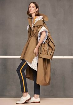 See the complete Palmer Harding Resort 2018 collection.