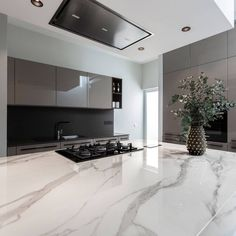 Contemporary Kitchen in Private Residence - Halmann Vella White Contemporary Kitchen, Calacatta Marble, Kitchen Tops, Beautiful Kitchens, Countertops, Interior Design, House, Kitchen Organization, Flow