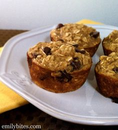 Banana Chocolate Chip Baked Oatmeal Singles - this delicious, flavorful grab-and-go breakfast is easy to make and just 127 calories or 3 Weight Watchers points each! www.emilybites.com #healthy