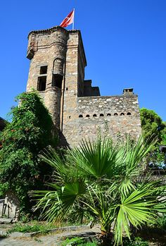 Cihanoğlu kulesi/Koçarlı/Aydın/// Batı Anadolu'da bulunup günümüze sağlam gelebilen ender kulelerden biri olan Cihanoğlu Kulesi aradan geçen yaklaşık 250 yıla rağmen halen dimdik ayakta.