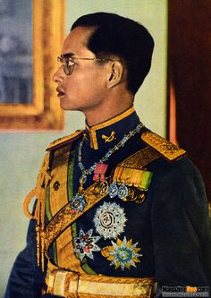 RIP His Majesty King Bhumibol Adulyadej of Thailand. King Phumipol, King Rama 9, King Of Kings, King Queen, King Thailand, Modern World History, Queen Sirikit, Bhumibol Adulyadej, King Photo