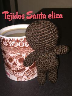 Esta pequeña quiere mi café 😁☕️ mañana va con la modista para su vestido 🤗🕷🕸❤️ #talentomexicano🇲🇽 #inspiración #artesanamexicana #hechoamano #ganchillocreativo #tejidoconamor #tejoluegoexisto