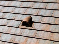 Prix et pose d'une chatière de toiture : http://www.maisonentravaux.fr/toiture-couverture/toit-tuile-ardoise-zinc/prix-pose-chatiere-toiture/