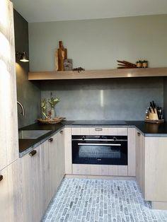 Landelijke keuken u-vorm waaltjesvloer Healthy Life, Kitchen Cabinets, Food, Home Decor, Kitchen Ideas, Kitchens, House Ideas, Healthy Living, Decoration Home