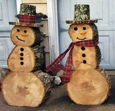 Creative idea of wood log snowman for Christmas outdoor decoration. Log Snowman, Snowman Crafts, Christmas Crafts, Christmas Snowman, Christmas Time, Christmas Ornaments, Outdoor Christmas Decorations, Holiday Decor, Spring Outfits