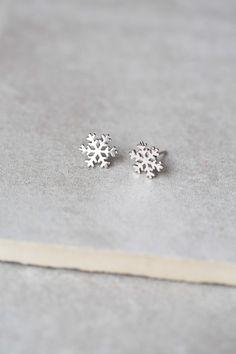 Lovoda - Silver Snowflake Earrings, $12.95 (http://www.lovoda.com/silver-snowflake-earrings/)