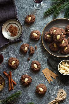 Ciasteczka świąteczne - 3 przepisy na bożonarodzeniowe ciasteczka z Włoch, Grecji i Hiszpanii Xmas Party, Chilli, Deserts, Sweets, Cookies, Chocolate, Christmas, Breakfast Ideas, Food