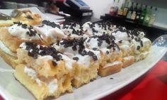 perfekt food: Waffles cu crema de cocos si fulgi de ciocolata