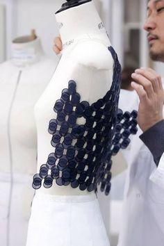 Couture shows Paris Editor's Diary : Christian Dior x Raf Simons Textile Manipulation, Fabric Manipulation Techniques, Textiles Techniques, Embroidery Techniques, Sewing Techniques, Fabric Manipulation Fashion, Dior Haute Couture, Textile Texture, Textile Fabrics