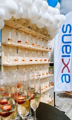 Welcome drink nebo přípitek originálně? Není problém. Welcome Drink, Prosecco, Alcoholic Drinks, Photo Wall, Glass, Frame, Design, Home Decor, Picture Frame