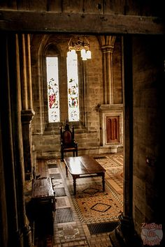 Discover the intriguing St Mungo's Cathedral in Glasgow, Scotland - Video, many photos and practical info to plan your visit Scotland Kilt, Glasgow Scotland, Glasgow Cathedral, Old Trees, Prim Christmas, Container Flowers, Scandinavian Christmas, Sympathy Cards, The St
