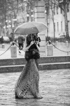 llueve y qué?
