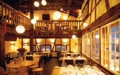 #Restauarant #cosy #gaultmillau #alpinedesign Places To Eat, Great Places, Hotels, Cosy, Table Settings, Contemporary, Restaurants, Design, Home Decor