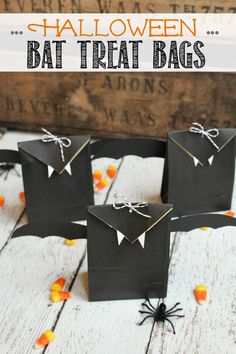 Easy Halloween treat bags - perfect for Halloween parties!