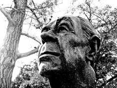Jorge Luis Borges: España - Busto de Jorge Luis Borges - Escultor: Carlos Alvarez, 1996 - Jardín de los Poetas (Palermo) Buenos Aires - Foto: Patricia Damiano http://borgestodoelanio.blogspot.com/2015/02/jorge-luis-borges-espana.html