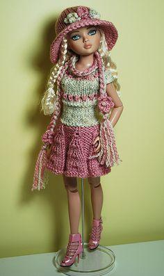 Barbie Knitting Patterns, Knitting Dolls Clothes, Crochet Barbie Clothes, Doll Clothes Barbie, Barbie Patterns, Barbie Dress, Knitted Dolls, Doll Clothes Patterns, Barbie Wardrobe