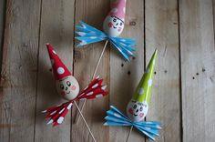 Vajíčkové postavičky - Vyrobte si s dětmi tyto veselé vajíčkové obličeje! Pomalované vajíčko na špejli, doplněné o papírový kornout a harmoniku je možné zapíchnout do květináče či na zahradu. ( DIY, Hobby, Crafts, Homemade, Handmade, Creative, Ideas)