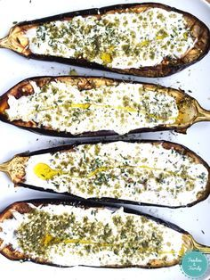 The fabulous grilled eggplant from Ottolenghi - Foodies an .- Les fabuleuses aubergines grillées d'Ottolenghi – Foodies and Family Melting eggplant with a little yogurt, zaatar and thyme sauce: just perfect! Vegetable Recipes, Vegetarian Recipes, Chicken Recipes, Healthy Recipes, Healthy Cooking, Cooking Recipes, Yotam Ottolenghi, Eggplant Recipes, Veggies