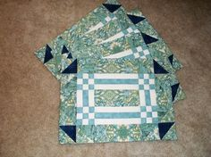 This a 4 piece set of Goose in the Pond place mats.  Love the fabrics....wish I had more